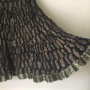 Black & Gold crinkled GIRLS SKIRT. Size 12 (approx